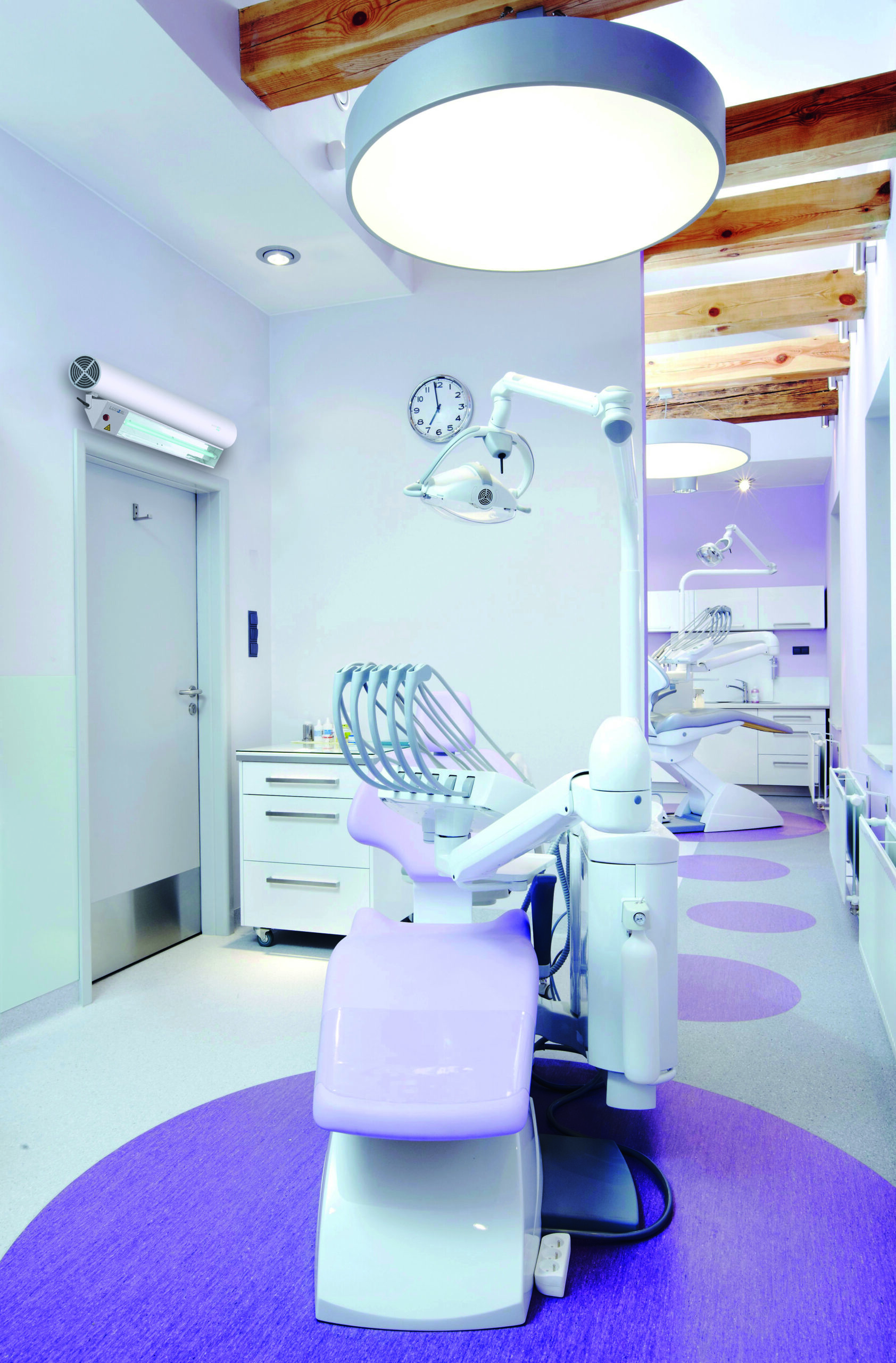 BGD Groupe_Luxibel B Hybrid placed in dental clinic for UVC air and surface disinfection.